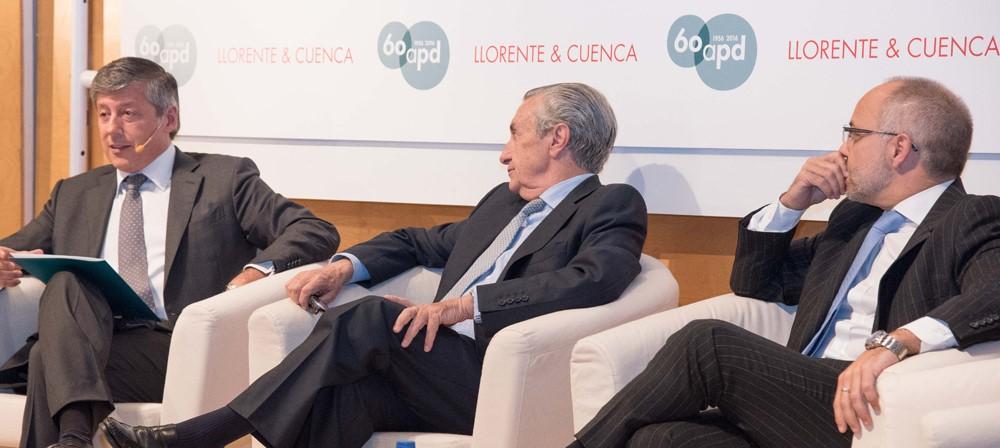 Enrique Sánchez de León, Director General de la APD, José María Marín Quemada, Presidente de la Comisión Nacional de los Mercados y la Competencia (CNMC) y Joan Navarro
